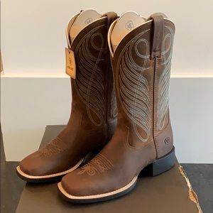 Brand New WMNS Ariat Round Up Wide SquareToe Boots